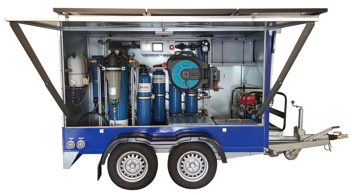 Water trailer for mobile water treatment